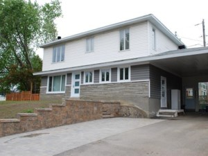 15734518 - Maison à étages à vendre