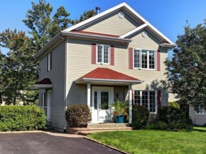 22957242 - Maison à étages à vendre