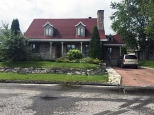 28327247 - Maison à étages à vendre