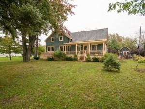 23351693 - Maison à étages à vendre