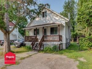 26446327 - Maison à étages à vendre
