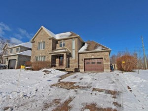 10151187 - Maison à étages à vendre