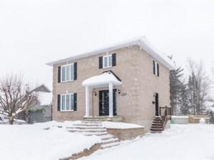 18143304 - Maison à étages à vendre