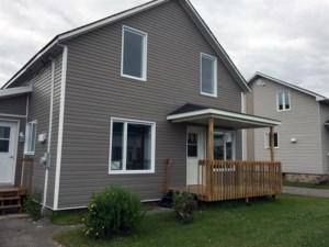 22120494 - Maison à étages à vendre