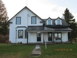 23115368 - Maison à étages à vendre
