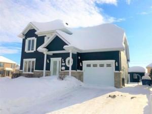 24366731 - Maison à étages à vendre