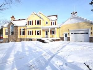 24255021 - Maison à étages à vendre