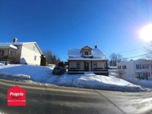 21407882 - Maison à étages à vendre