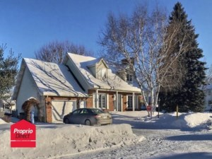 24528208 - Maison à étages à vendre
