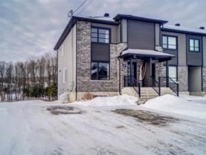 27903379 - Maison à étages à vendre