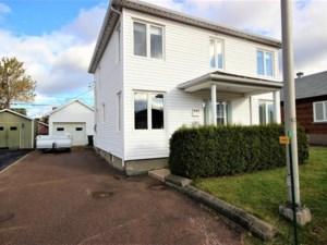 28627035 - Maison à étages à vendre