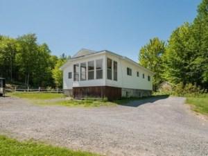 28647759 - Maison à étages à vendre