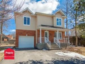 27931292 - Maison à étages à vendre