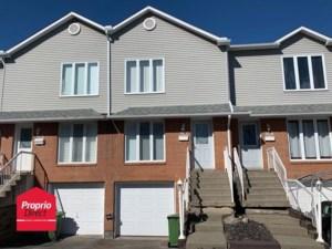 9349802 - Maison à étages à vendre