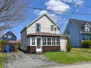 28653594 - Maison à étages à vendre