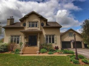 14351164 - Maison à étages à vendre