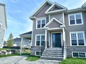 19725878 - Maison à étages à vendre