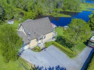 18669254 - Maison à étages à vendre