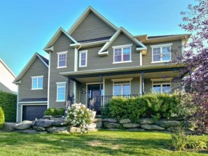 27893173 - Maison à étages à vendre