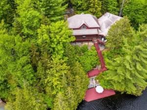 21037671 - Maison à étages à vendre