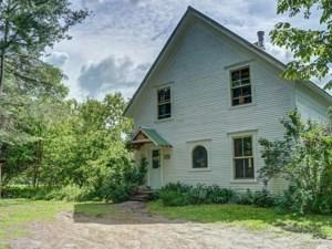 23602360 - Maison à étages à vendre