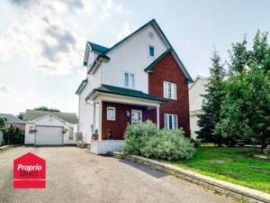 24581496 - Maison à étages à vendre