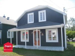 12158001 - Maison à étages à vendre