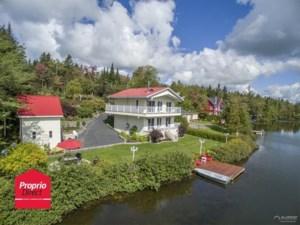 22369917 - Maison à étages à vendre