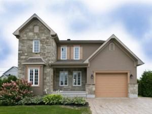 23915709 - Maison à étages à vendre