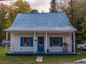 21302030 - Maison à étages à vendre