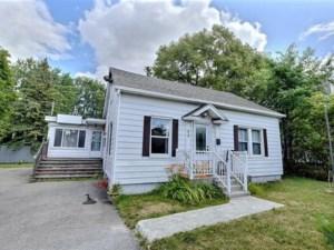 22150226 - Maison à étages à vendre