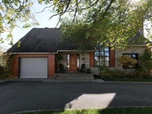 24795157 - Maison à étages à vendre