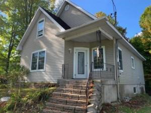 22861938 - Maison à étages à vendre