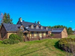 23969852 - Maison à étages à vendre