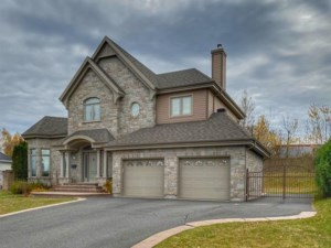 16831371 - Maison à étages à vendre