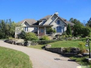 24357737 - Maison à étages à vendre