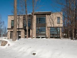23520636 - Maison à étages à vendre