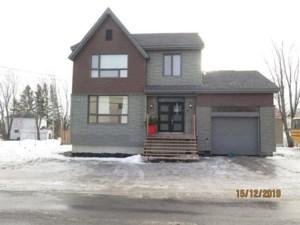 21221118 - Maison à étages à vendre