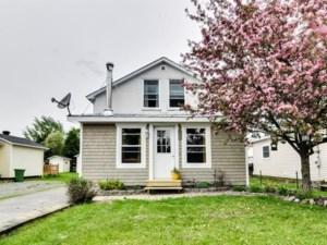23427893 - Maison à étages à vendre