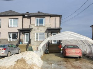 17055005 - Maison à étages à vendre