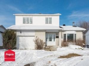22076113 - Maison à étages à vendre