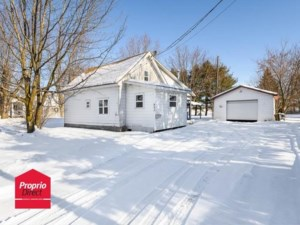 23655522 - Maison à étages à vendre