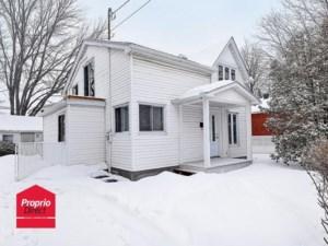 23704888 - Maison à étages à vendre