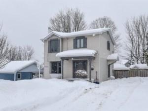 22168867 - Maison à étages à vendre