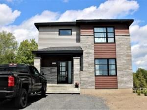 21651647 - Maison à étages à vendre