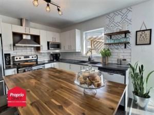 28818196 - Maison à étages à vendre