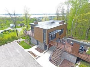 24559038 - Maison à étages à vendre