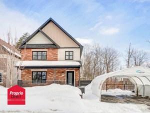 20361222 - Maison à étages à vendre