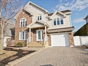 18755770 - Maison à étages à vendre