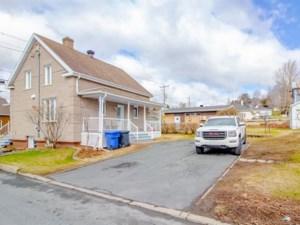 27867092 - Maison à étages à vendre
